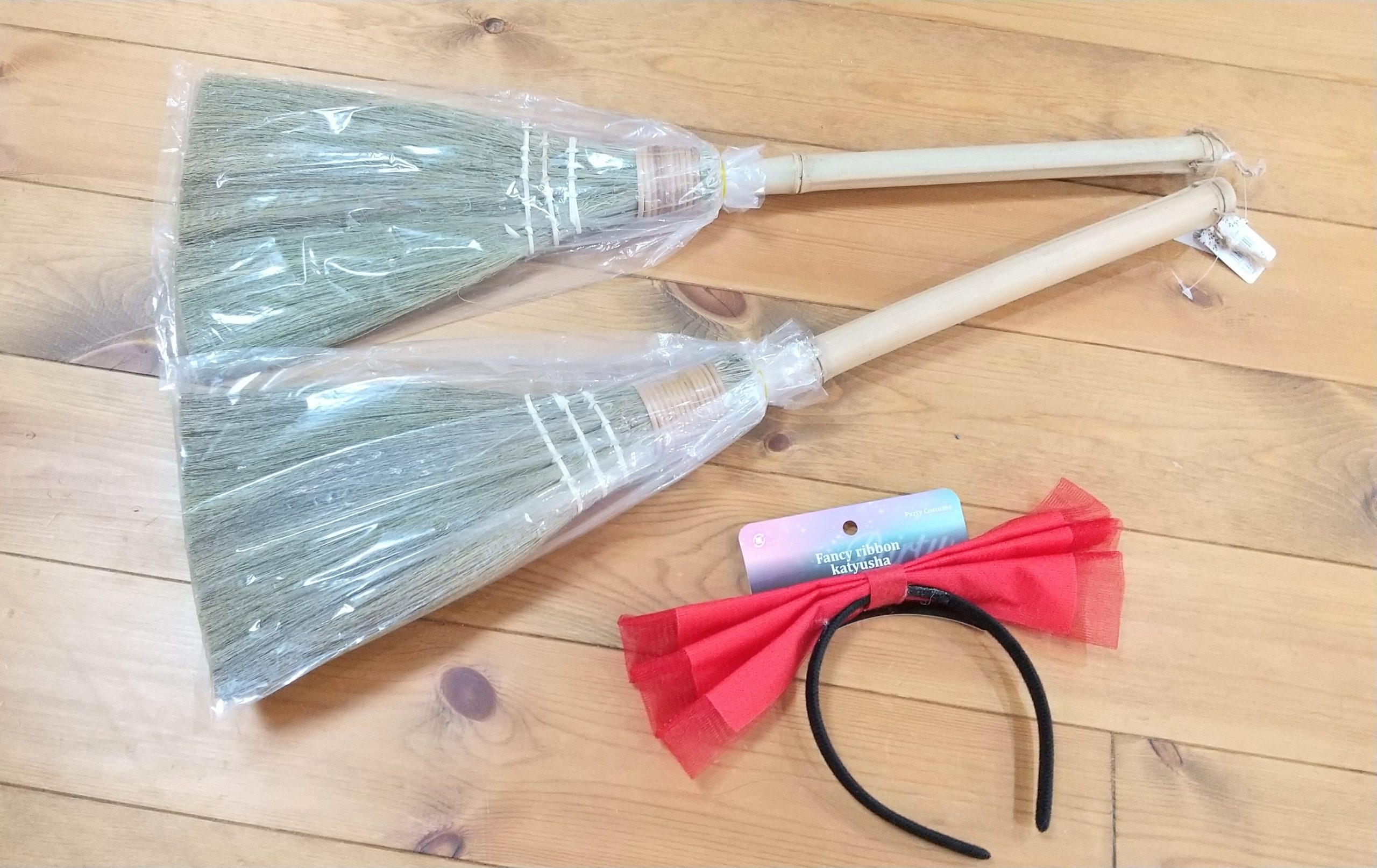 魔女の宅急便キキになるために。100円ショップ商品で簡単に作れる「赤いカチューシャ」の作り方